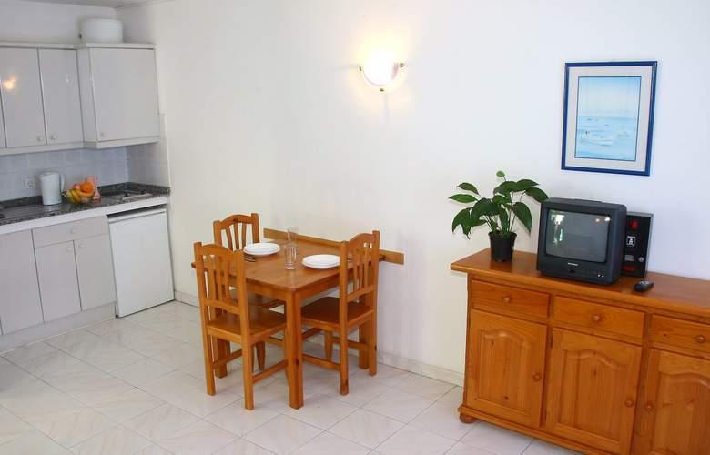 Apartamentos Europa - Room - 1