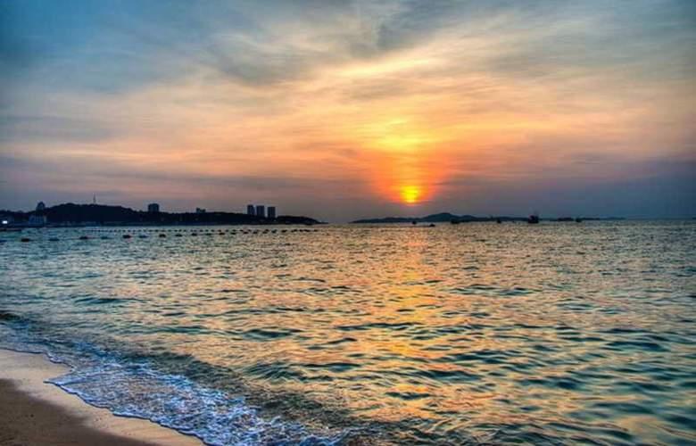 Nantra Cozy Pattaya Hotel - Beach - 1