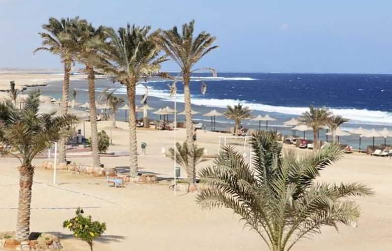 Three Corners Sea Beach Resort - Beach - 32