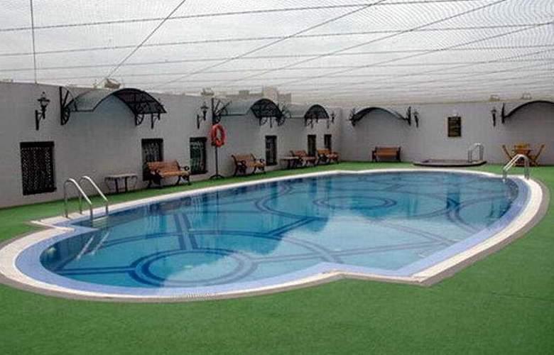 Residency Towers - Pool - 2