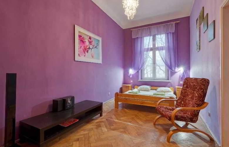 Queens Apartments - Room - 1