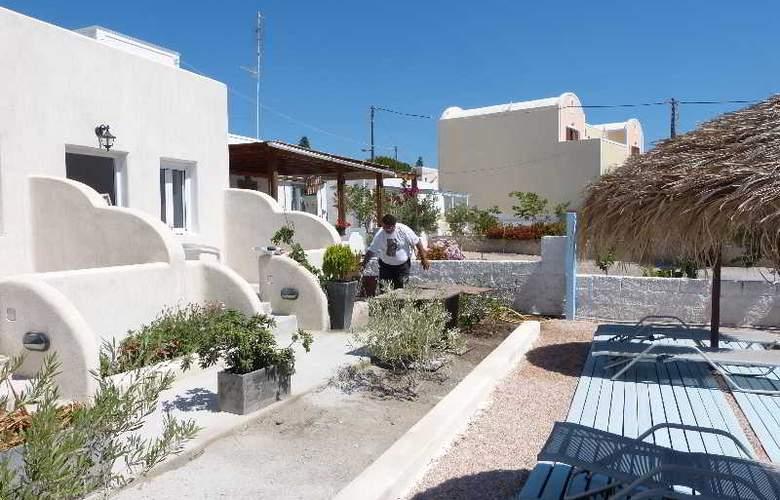 Black Sand Hotel - Terrace - 26