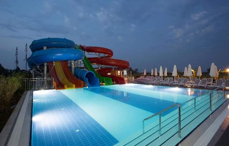 Water Side Delux Resort - Pool - 47