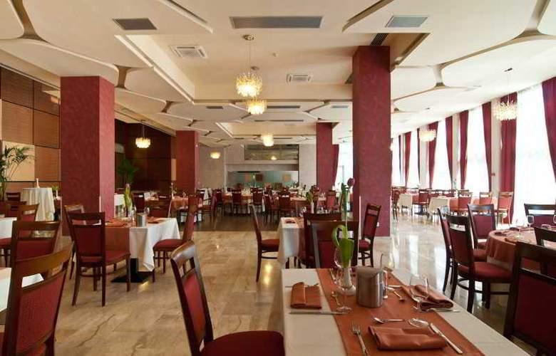 Ramada Cluj Hotel - Restaurant - 37