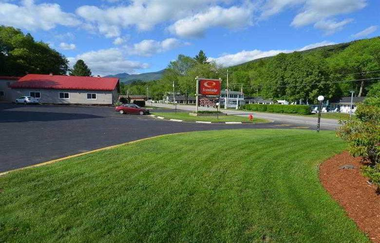 Econo Lodge Inn & Suites - Hotel - 9