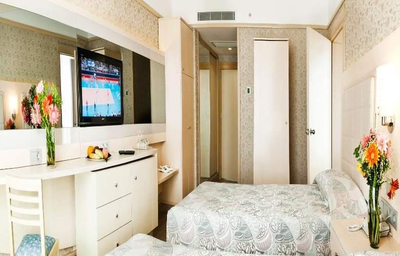 Golden Coast Resort - Room - 20