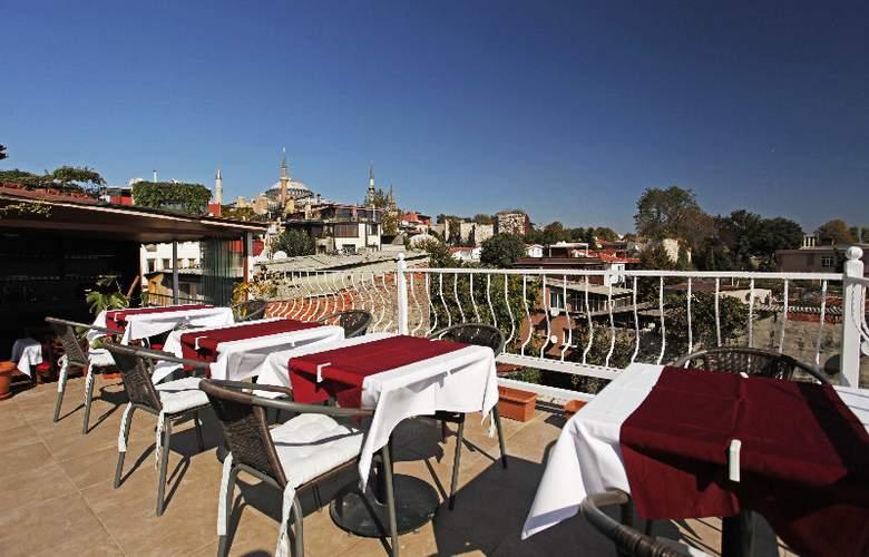 Spinel Hotel - Terrace - 29