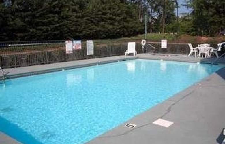 Clarion Inn - Pool - 4
