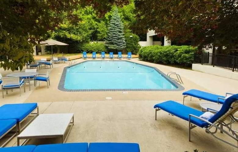 DoubleTree by Hilton Hotel Portland - Pool - 17