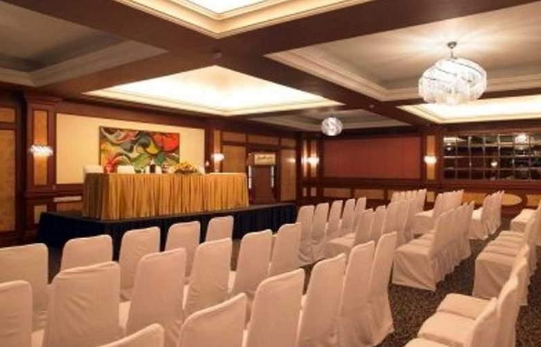 Zuri Whitesands - Conference - 2