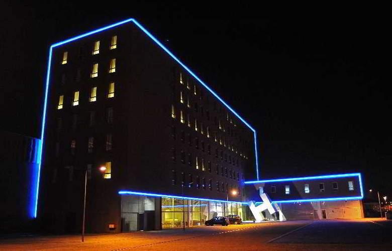 Basic Hotel Braga by Axis - General - 1