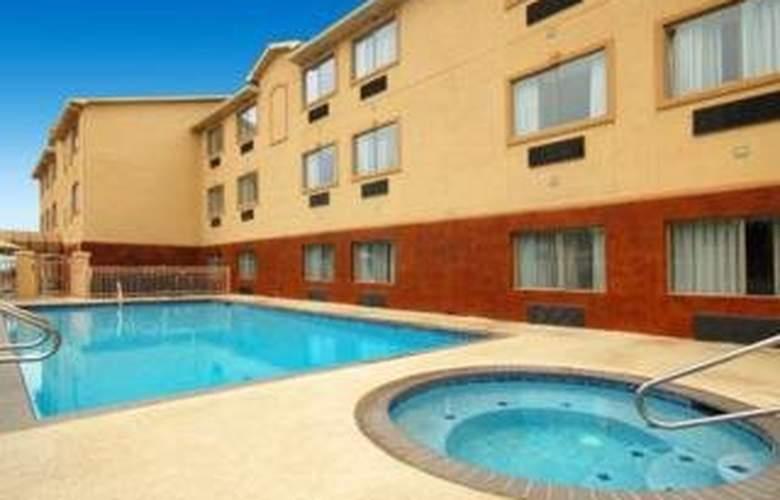 Quality Inn & Suites Bandera Pointe - Hotel - 0