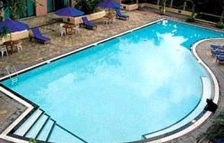 Redtop - Pool - 6