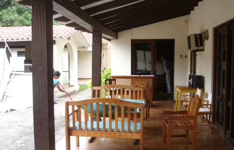 Casa Internacional Los Aventureros - Terrace - 20