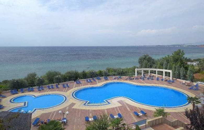 Pomegranate Wellness  Spa Hotel - Pool - 4