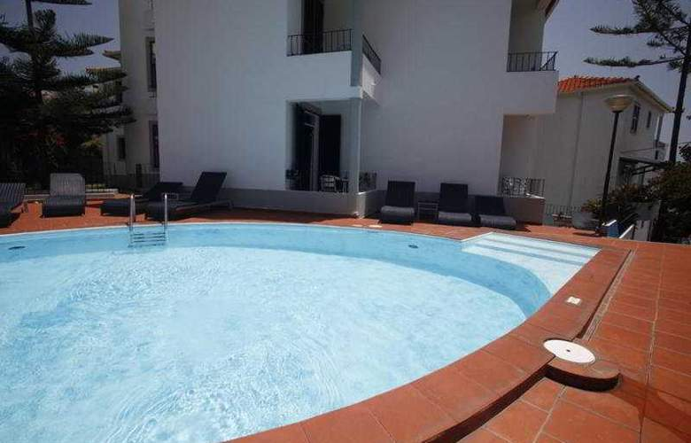 Flame Tree Madeira Guest House - Pool - 7