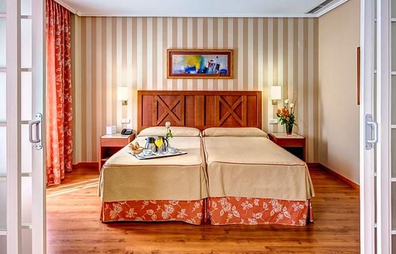 Ilunion Alcora Sevilla - Room - 8