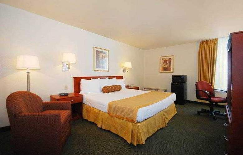 Best Western East Brunswick Inn - Hotel - 9