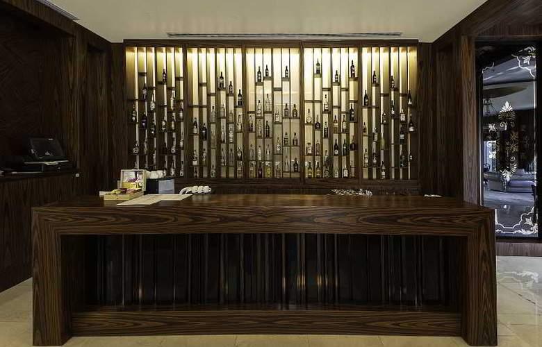 Ramada Hotel & Suites Atakoy - Bar - 20
