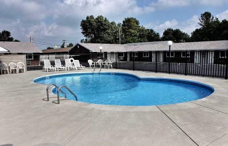 Rodeway Inn & Suites - Pool - 2