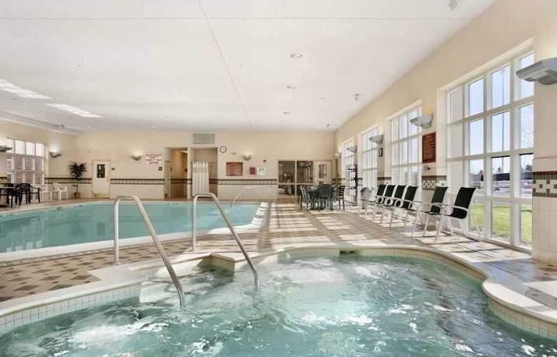 Hampton Inn & Suites Providence Warwick-Airport - Pool - 10