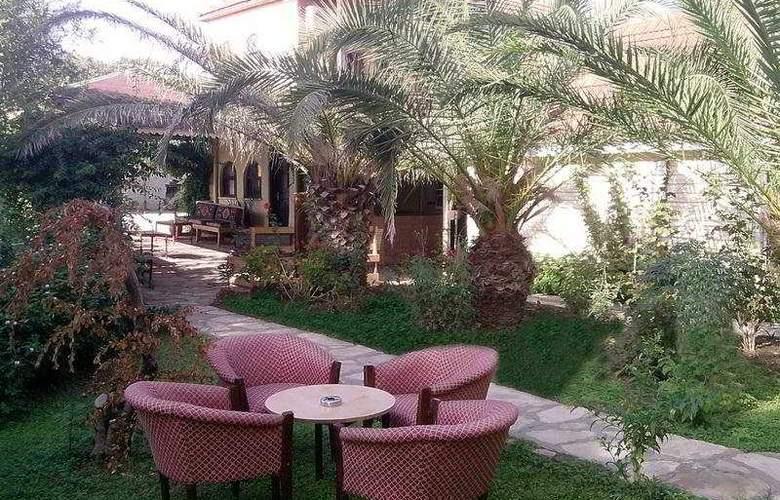 Nova Beach Hotel - Terrace - 8