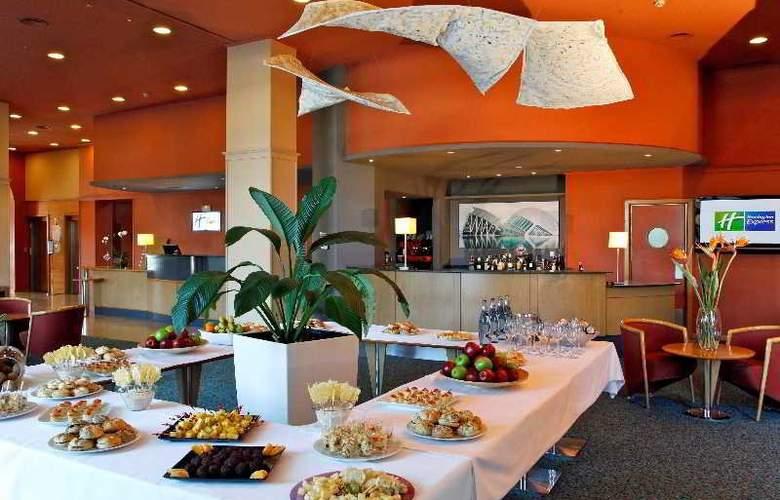 Holiday Inn Express Ciudad de las Ciencias - Restaurant - 8