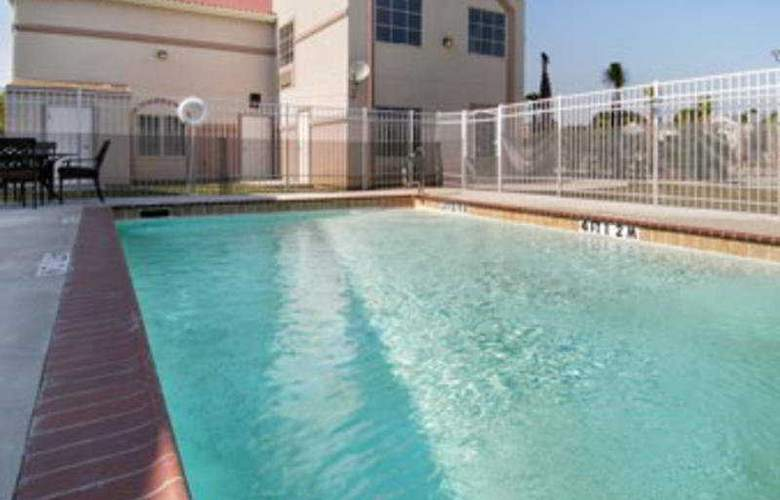 Baymont Inn & Suites Lafayette - Pool - 2