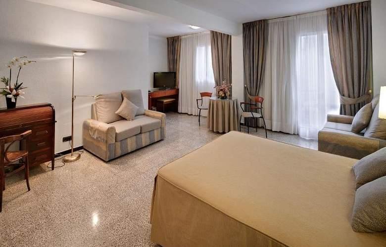 Gaudi - Room - 5