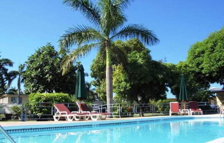 Toby's Resort - Pool - 5