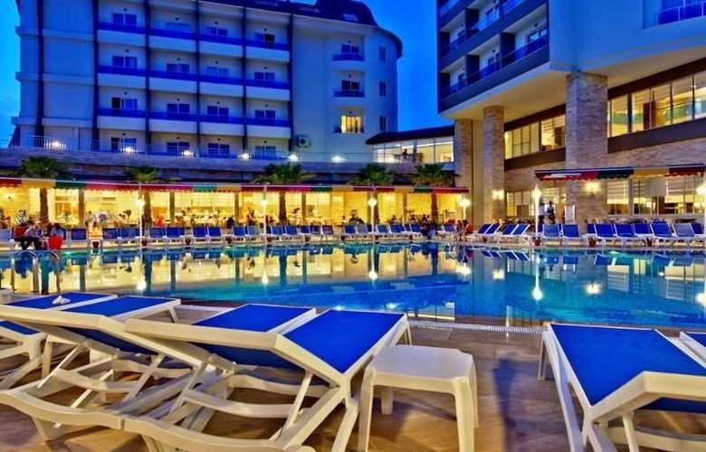 Ramada Resort Side - Pool - 24
