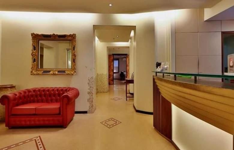 Best Western Metropoli - Hotel - 1