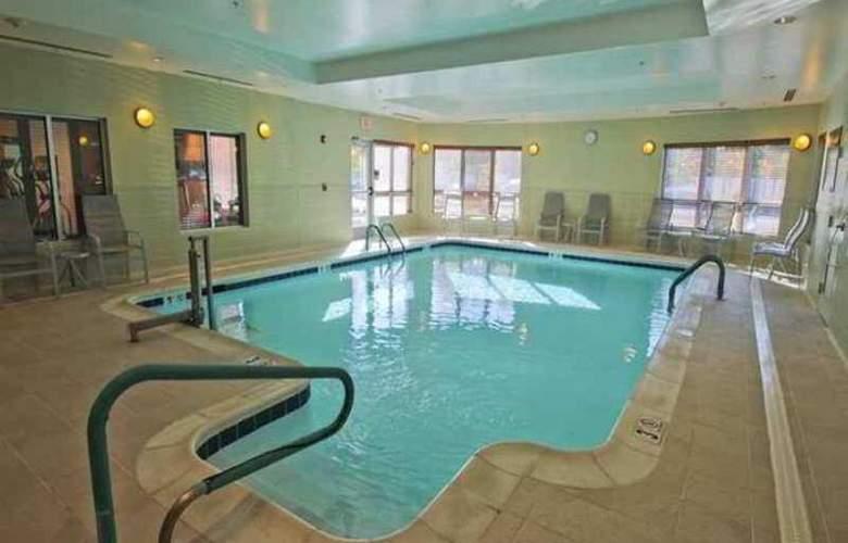 Hampton Inn Hampton-Newport News - Pool - 0