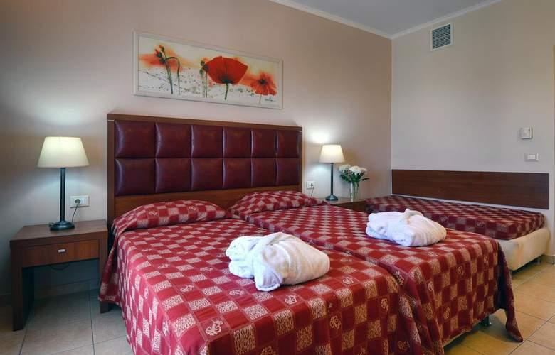 Ariti Grand Hotel - Room - 9