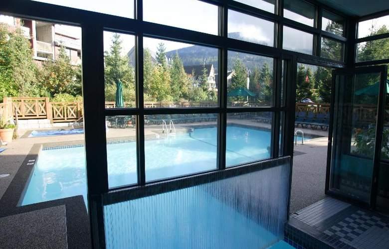 Delta Whistler Village Suites - Pool - 12