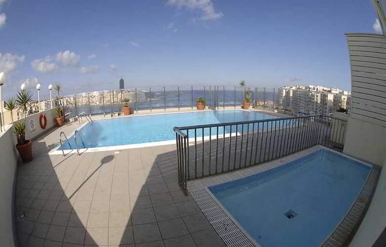 Plaza - Pool - 7