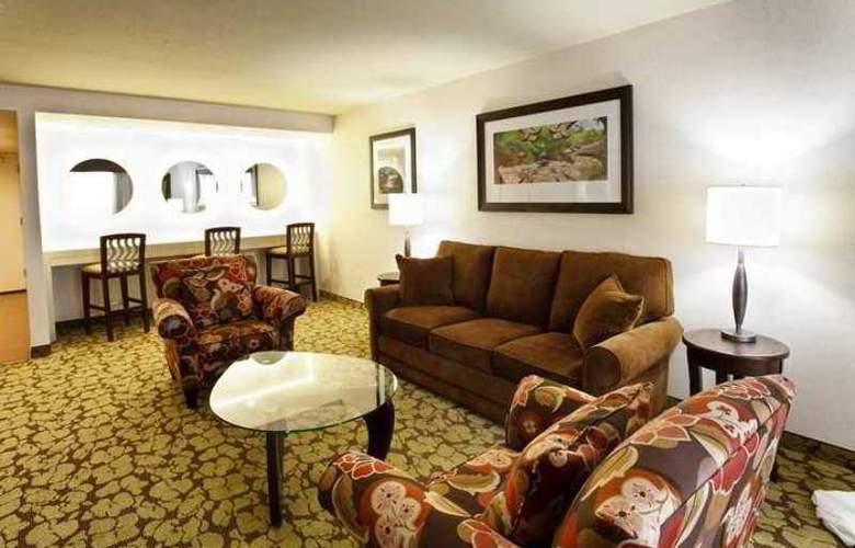 Hilton Garden Inn Staten Island - Hotel - 9