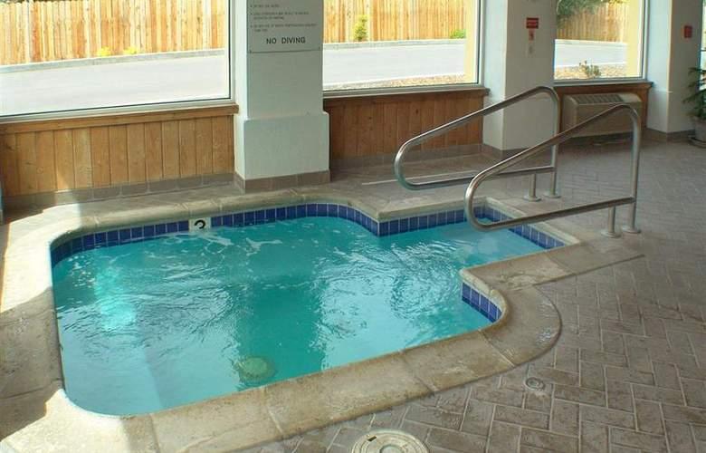 Best Western Corning Inn - Pool - 27