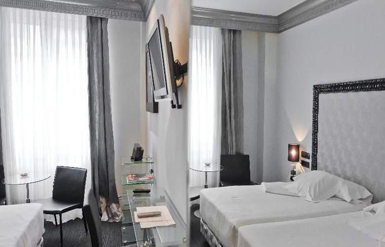 Lopez de Haro - Room - 15
