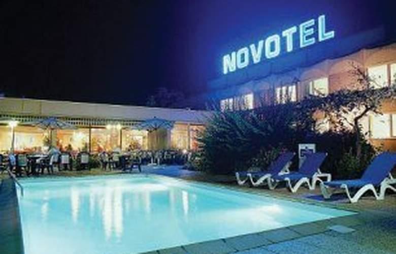 Novotel Mulhouse Sausheim - Pool - 2