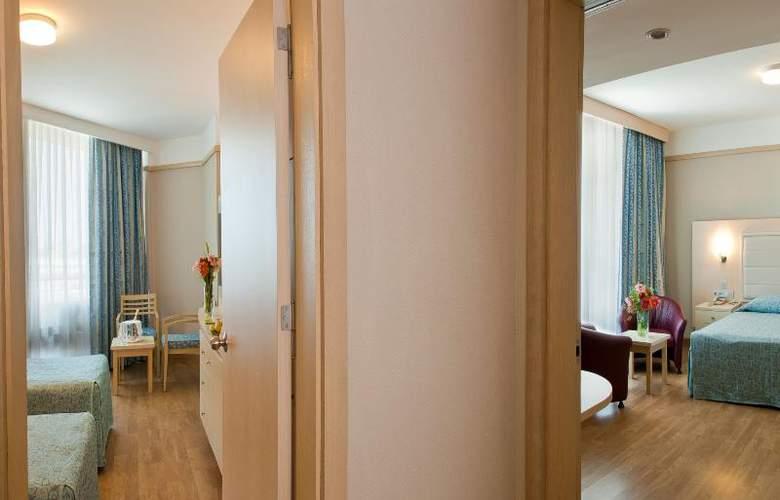 Golden Coast Resort - Room - 15