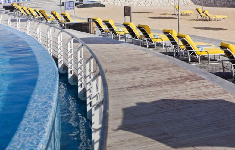 Hilton Doha - Pool - 21