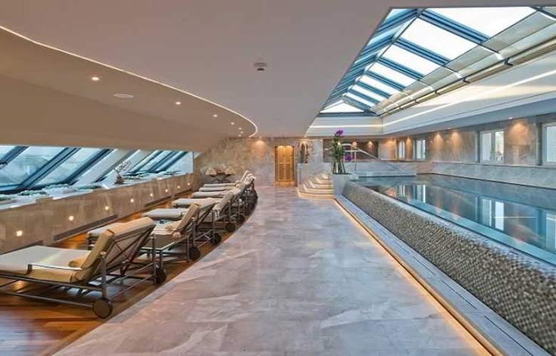 Hotel Four Seasons Des Bergues - Pool - 3