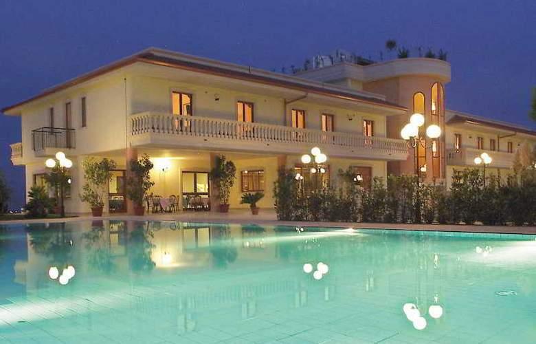 Parco Serrone - Hotel - 0