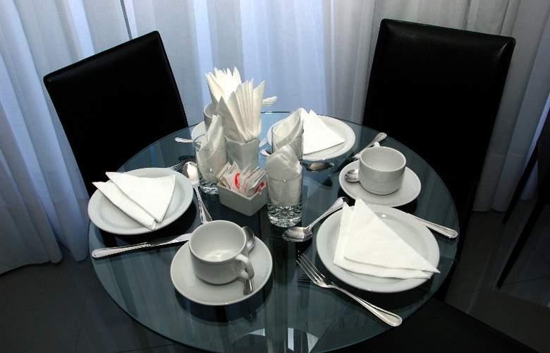 Palm Beach Plaza - Restaurant - 7