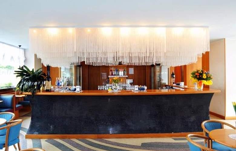 Grand Astoria - Hotel - 1