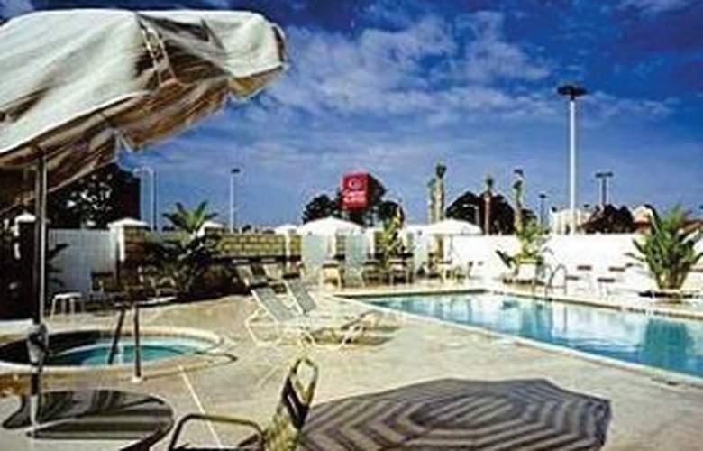 Comfort Suites Universal Orlando - Pool - 3