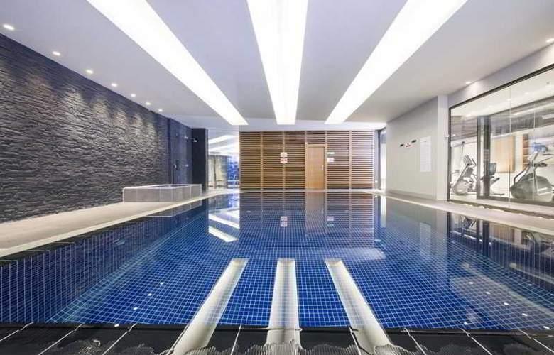 Wes Hotel - Pool - 24