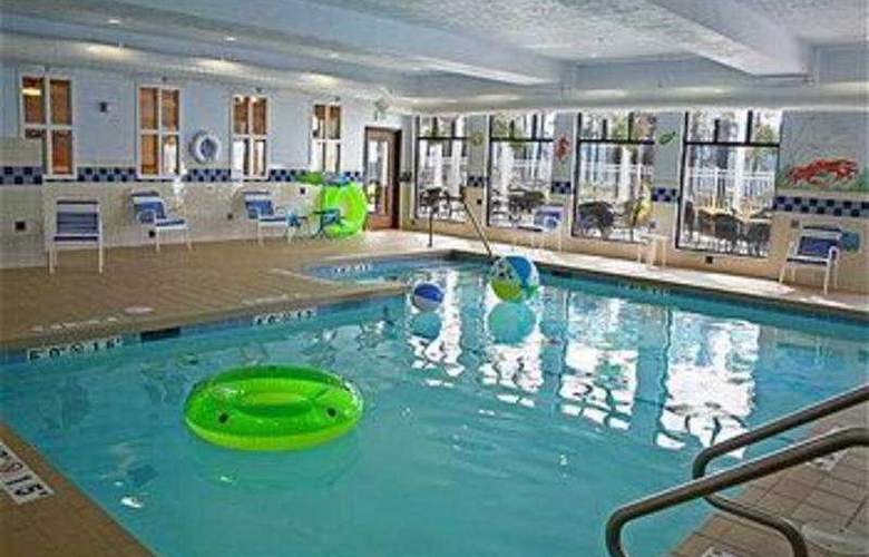 Holiday Inn Express & Suites Coeur D'Alene - Pool - 8