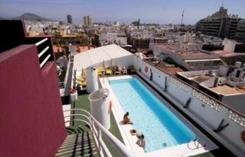 Astoria Hotel - Pool - 1